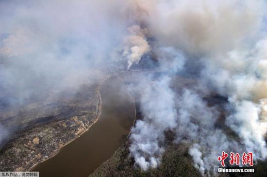 加拿大不列颠哥伦比亚省又发生林火