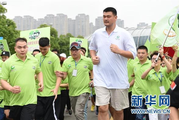 """姚明领衔福州5公里公益跑 为""""两癌""""贫困母亲募捐"""