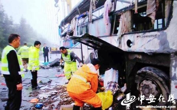 安徽客车江西境内车祸致7人亡 避让车辆侧翻后被追尾