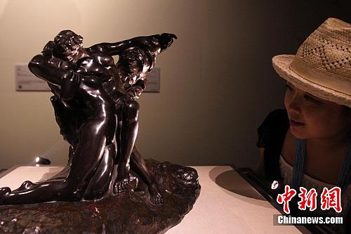 """罗丹雕塑作品""""永恒之春""""2040万美元天价拍卖"""