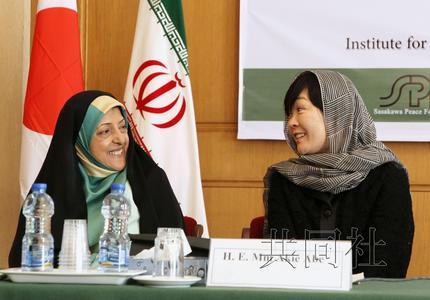 安倍晋三夫人访问伊朗包头巾 吁加强日伊双边关系