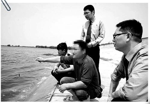 """巡湖人打偷鱼者致翻船溺亡 称""""淹死活该"""""""