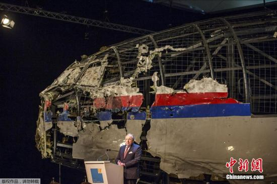 MH17事故中夫妇痛失三子 迎第四子降生激动纪念