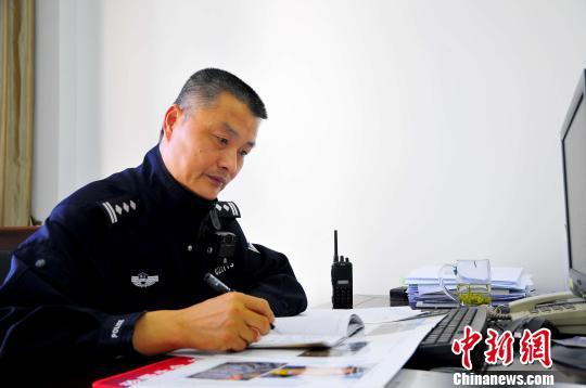 """浙江民警凌忠华从警26年 用心谱写""""老兵""""新传"""