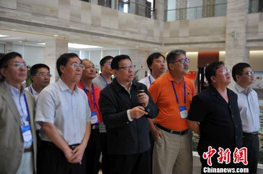 陈德铭:台商可以广西北部湾为基地将商品打入东盟市场