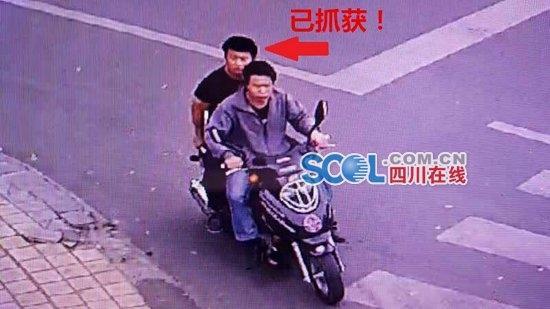 4人骑摩托抢女司机2人在逃 警方有奖征集线索