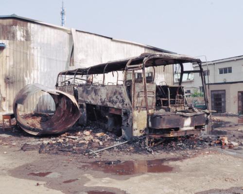汽修厂失火隔壁加气站 记者采访被蛮横阻挠