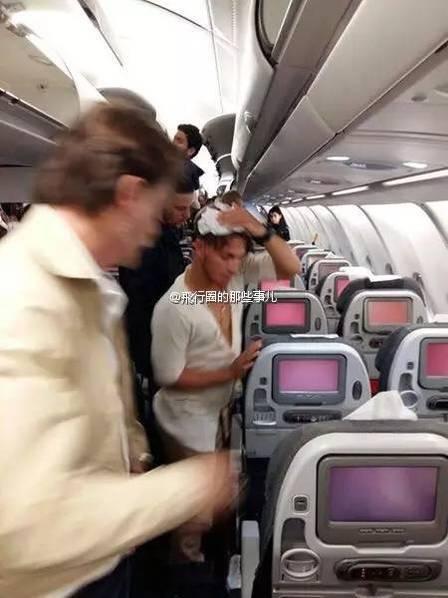 哥伦比亚航空一客机遭重颠簸 空姐脸被划开一口子