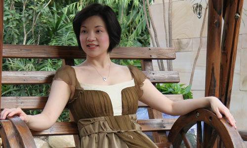 台湾政治界人士,知名记者,主持人璩美凤因与有妇之夫曾仲铭的不雅光碟