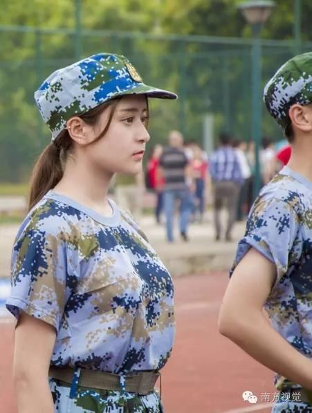 新生入学季:广州高校军训女生颜值高__中国青年网