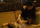 """街头测试:美女喝的烂醉遭""""捡尸"""" 都发生了什么"""