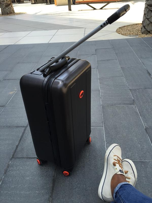 终于可以拉着行李箱上台阶了