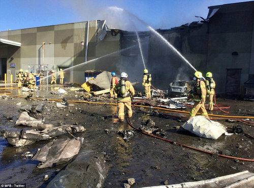 澳飞机撞击商场 飞行员曾报告出现发动机故障