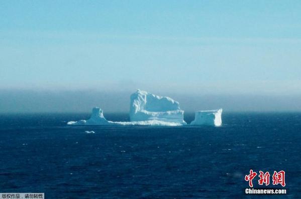 """在加拿大纽芬兰岛北端的大北半岛,每年六月中旬举办一次 """"冰山节"""""""