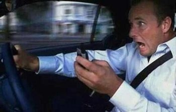 开车发短信13死:14分钟至少有60多次违章 拿生命当儿戏