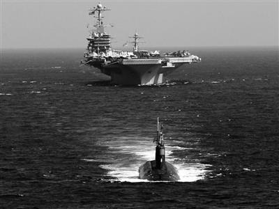 """美国航母编队中的""""海狼""""级核潜艇"""