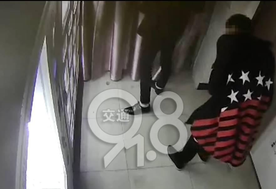 杭州俩90后深夜砸开情趣用品售货机,接下来的女性电击情趣玩具图片
