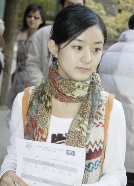 赵丽颖2006年参加《新红楼梦》选秀时的海选照片