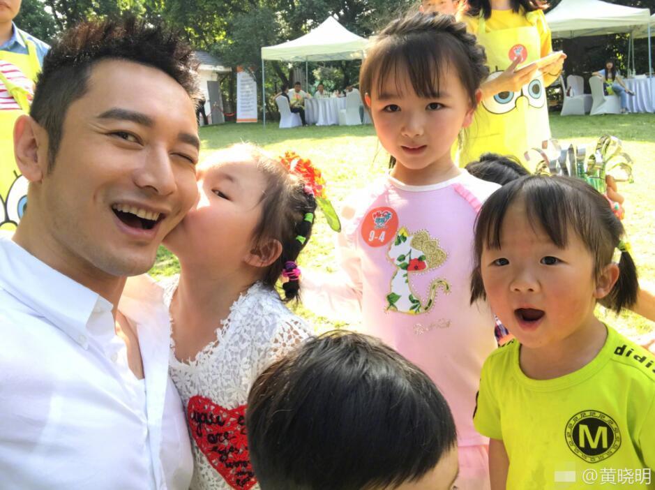 黄晓明和小朋友自拍 父爱满满心情大好