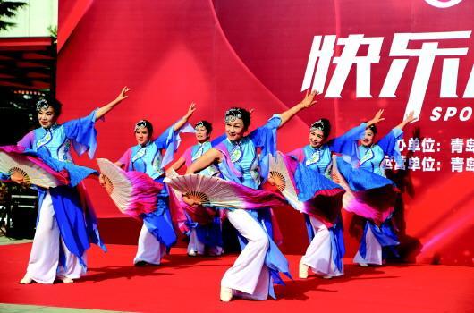 >> 正文    5月7日,青岛市快乐运动秀走进海伦路街道海伦广场,为社区