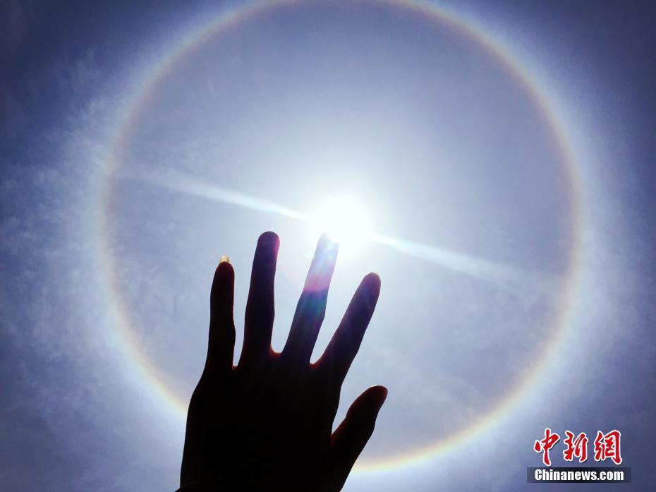 贵州多地日晕景象 系光线射入卷层云中的冰晶经两次折射形成