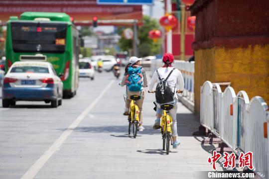 另一方面能为拉萨街头带来新的科技气息,塑造一道靓丽的城市风景线,更