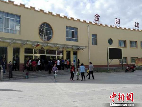 陕西一幼儿园被曝给孩子吃发霉食物厨房有蟑螂