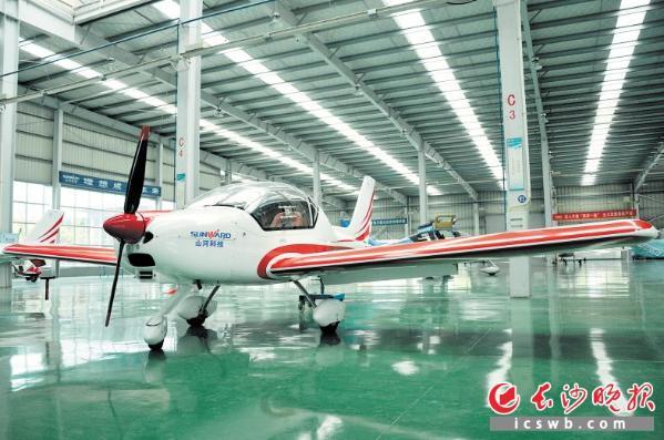 湖南造飞机翱翔高原__中国青年网