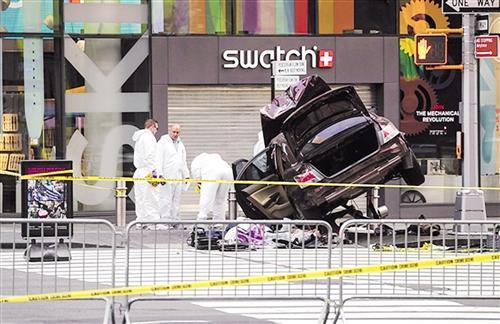 纽约时报广场闹市汽车冲撞行人图片