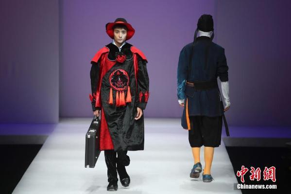 华南农业大学艺术学院服装设计毕业作品展演在北京举行