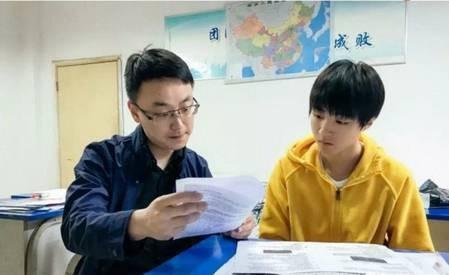 王俊凯备考被围观 迷妹:请不要打扰让他安静做学霸顺利进北影图片