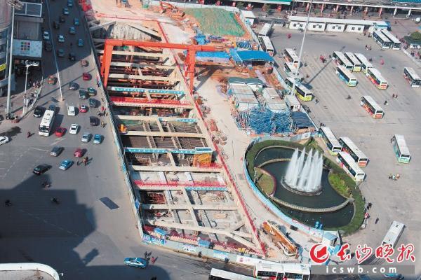 3号线长沙火车站站主体结构完工