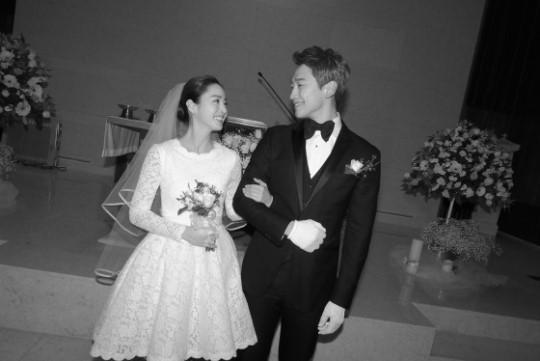 1月19日举行婚礼的rain和金泰熙夫妇.-金泰熙怀孕15周消息公开