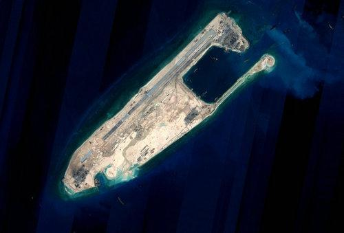 """南海岛礁""""军事化"""""""
