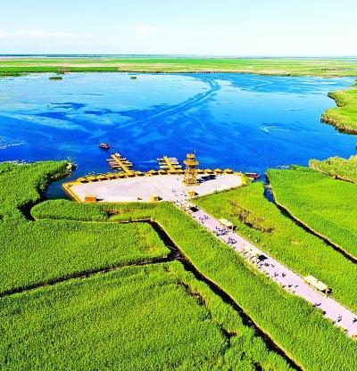航拍的博斯腾湖阿洪口(莲海世界)景区