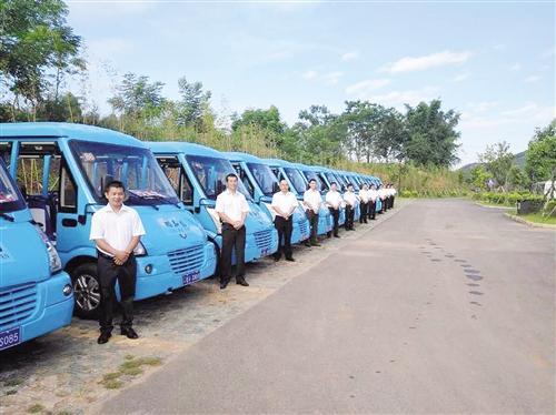 正文    到南宁青秀山风景区游览的游客发现,从购买门票到乘坐观光车