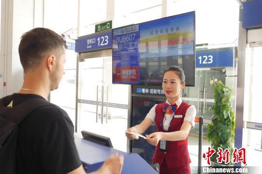 九黄机场今起恢复成都至九寨航班