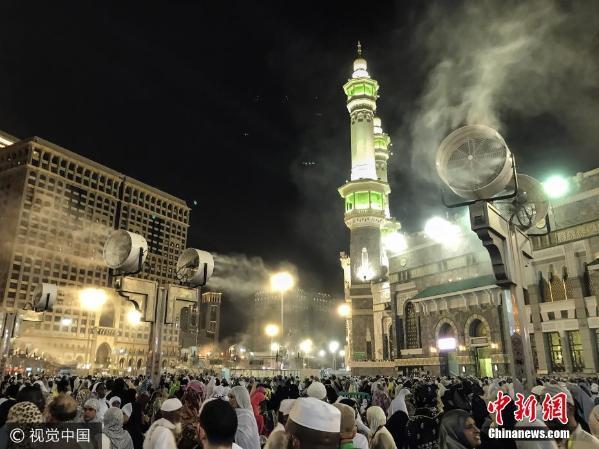 沙特阿拉伯穆斯林齐聚麦加 天房 祈祷 盛况空前