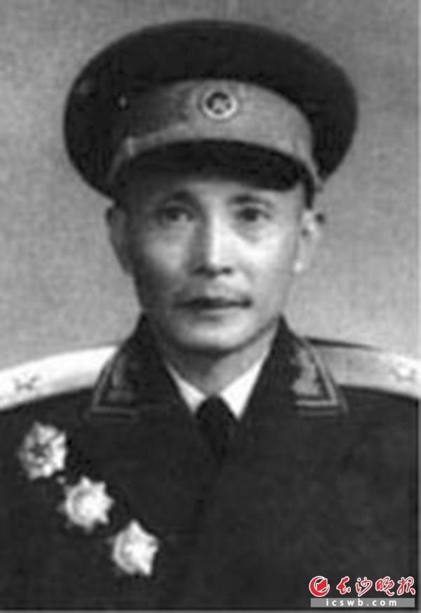 1955年何能彬同志被授予少将军衔.
