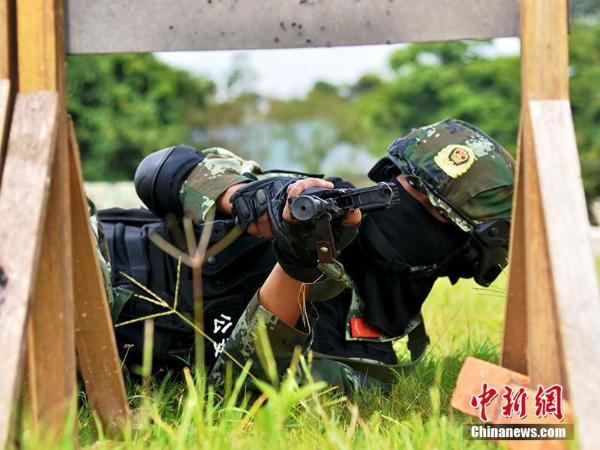 云神魔迷失单职业传奇南西双版纳边防支队举行反恐实战演练