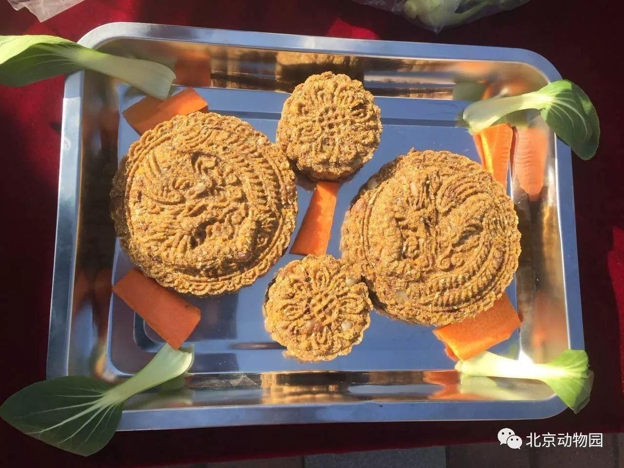 中秋节赶上世界动物日,以前滚滚专属的月饼大最新传奇私服1.80家一起吃!