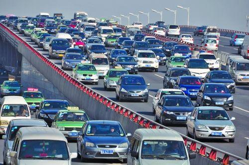 郑州主城区实施机动车单双号限行措施 新能源车不受限