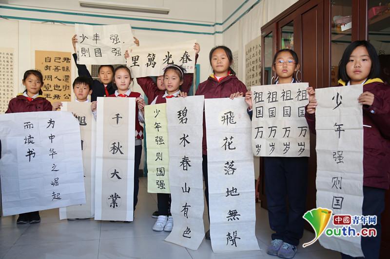 济南盛福实验小学百米书画长卷描绘祖国美好未