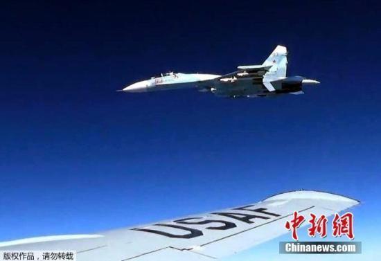 美国海军欧洲部队的发言人孔泽称,苏-27靠近美军ep-3飞机5英尺之内