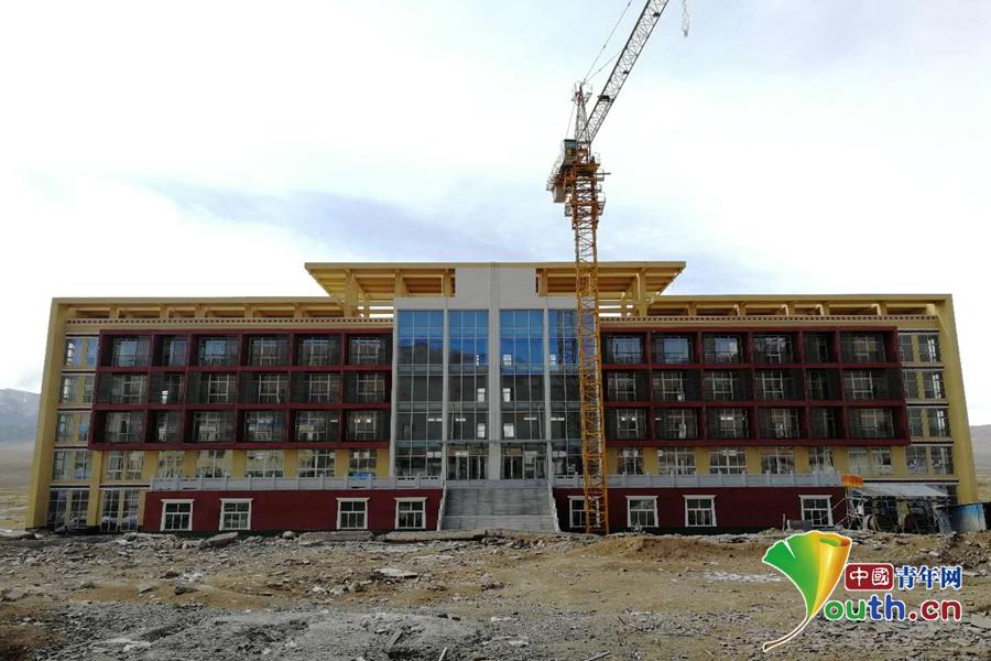 若尔盖纳木藏文中学新教学楼.叶心怡图片
