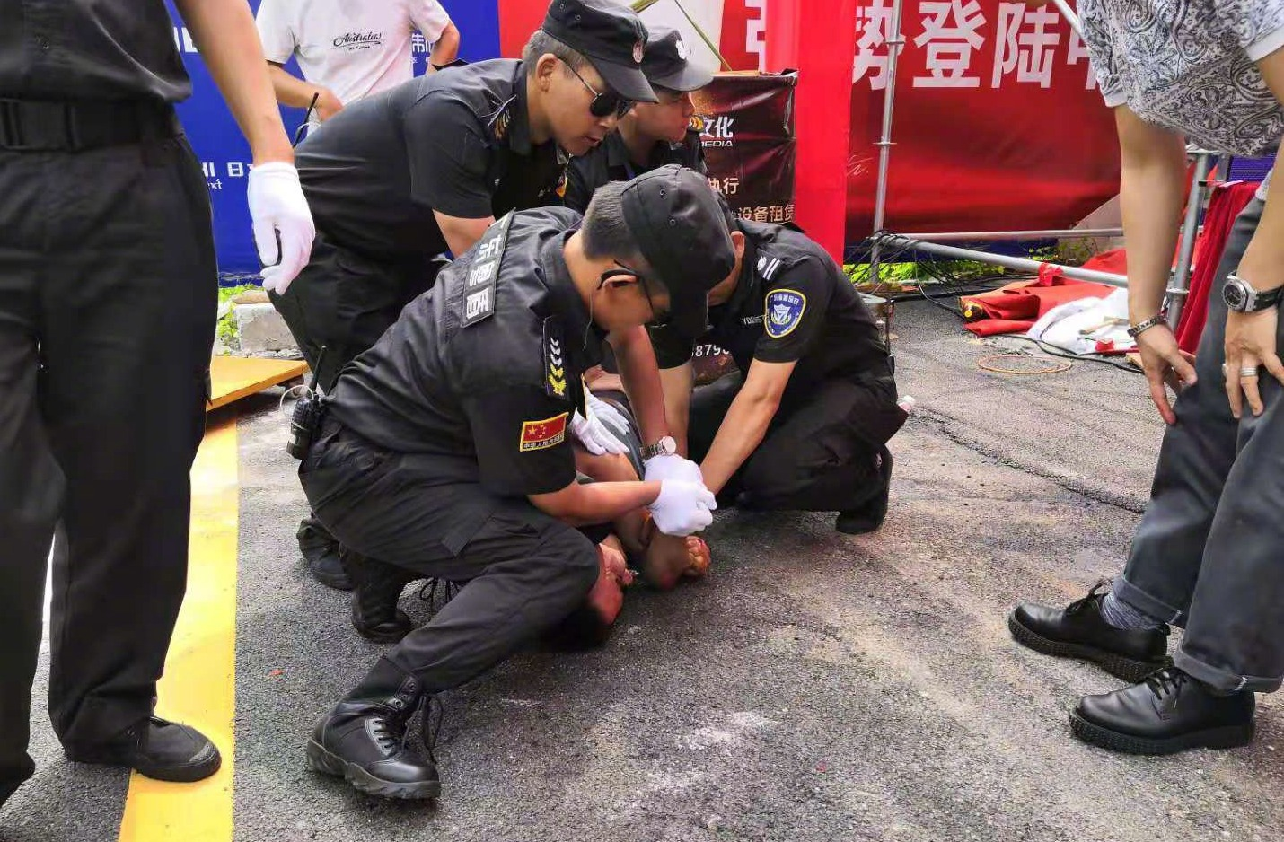 突发:任达华出席活动被袭 疑似腹部中刀