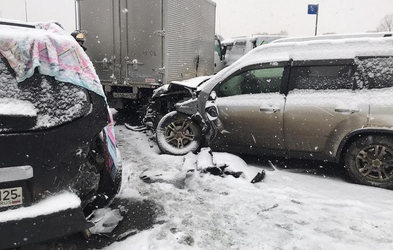 俄罗斯一城市遭暴风雪袭击 48车连环相撞记忆之城19楼