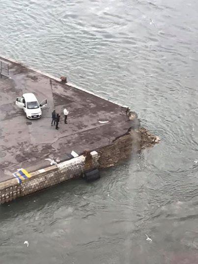 """碰撞后码头留下的""""伤痕""""。图源:今日俄罗斯"""