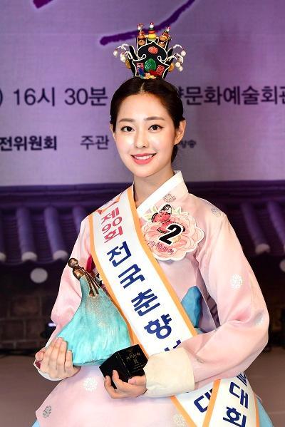 """韩国最高级别""""传统美人""""诞生 系23岁名校女大学生"""