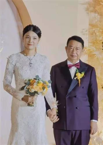 恒行注册:63岁董事长娶38岁妻子 7月